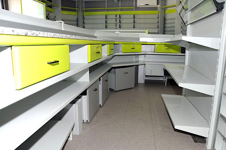 Arredamenti commerciali arredo giornali tanari modular for Arredamenti commerciali